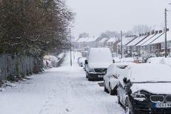 COVENTRY, ROYAUME-UNI 10-12-2017 : chutes de neige lourdes, voitures couvertes par la neige et trafic affecté Photographie stock