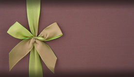 Cover gift box with green bow Royalty Free Stock Photography