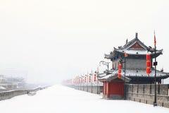 Coverd del terraplén por la primera nieve de 2011 Foto de archivo libre de regalías