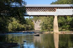 Covered bridge in alabama in summer Royalty Free Stock Photos