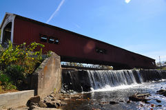 Covered bridge over river Stock Photography