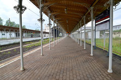 The covered platform of railway station New Peterhof, Russia Stock Photography