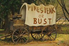 Covered wagon near Pikes Peak, Colorado Stock Images