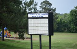 Covington集成了艺术学院标志, Covington, TN 库存照片