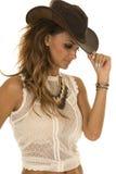Cow-girl dans le dessus blanc avec le bord de contact de chapeau Image libre de droits