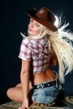 Cow-girl de rodéo dans le chapeau de cowboy Image stock