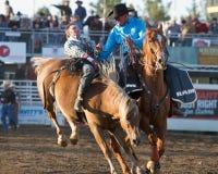 Cowboy affligé - soeurs, rodéo 2011 de l'Orégon Photographie stock libre de droits