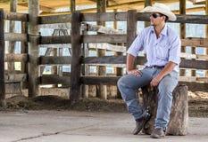 Cowboy assis Photographie stock libre de droits