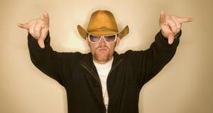 Cowboy avec des mains vers le haut Image stock