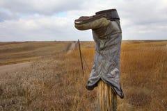 Cowboy Boot sur une barrière Post photo libre de droits