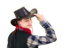 Cowboy che tiene la sua mano sul suo cappello immagine stock libera da diritti