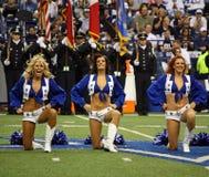 Cowboy-Cheerleadern Pregame Lizenzfreie Stockfotografie