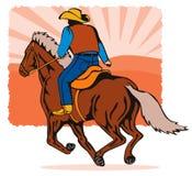 Cowboy conduisant un coucher du soleil de cheval Photographie stock libre de droits