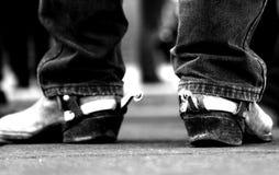 Cowboy d'annata Boots con i denti cilindrici d'argento arrugginiti Fotografie Stock