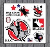 Cowboy del rodeo che guida un toro, retro manifesto di stile Immagine Stock