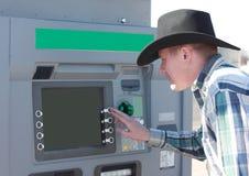 Cowboy die de Machine van ATM met behulp van Royalty-vrije Stock Foto