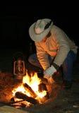 Cowboy door de Brand vóór Dawn Royalty-vrije Stock Afbeeldingen