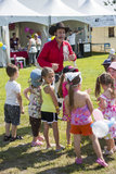 Cowboy entertainer. Dan coboy entertainer with children during woodstock family the 5-6 july at ste-julie, quebec, canada Stock Photo