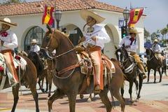 Cowboy espagnol à cheval pendant le défilé vers le bas State Street, Santa Barbara, CA, vieille fiesta espagnole de jours, 3-7 ao Photos stock