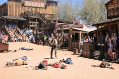 Cowboy Gunfighters bij Goudveldspookstad Royalty-vrije Stock Foto's