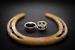 Cowboy-Hochzeits-Ringe Stockfoto