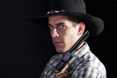 Cowboy mit Hut und Revolver stockbild