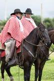 Cowboy nell'Ecuador sulla parte posteriore del cavallo Fotografie Stock Libere da Diritti