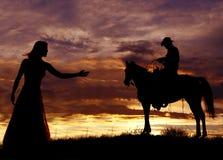 Cowboy op paard slingerende kabel stock afbeelding