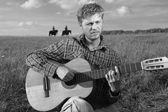 Cowboy que joga a guitarra Fotografia de Stock