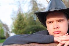cowboy som ser solnedgångbarn Royaltyfri Bild