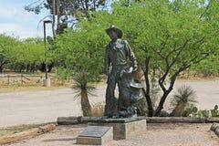 Cowboy Statue auf Ranch La Posta Quemada im kolossalen Höhlen-Gebirgspark stockfotos