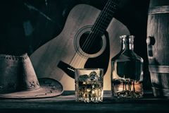 Cowboy-Still Life Against-Gitarre stockfotos
