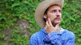 cowboy su fondo di legno archivi video