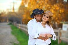 Cowboy und sein Cowgirl lizenzfreies stockfoto