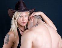 Cowboyflicka och pojke arkivfoton