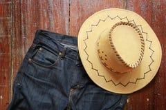 Cowboyhatt och jeans arkivbilder