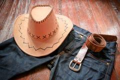 Cowboyhatt och jeans och bälte royaltyfri bild