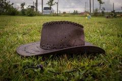 Cowboyhatt på gräset Royaltyfri Foto