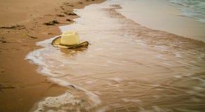 Cowboyhatt på stranden Royaltyfria Foton