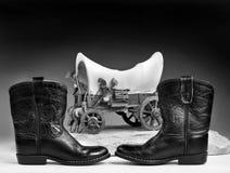 Cowboykängor och leksaker Arkivfoto