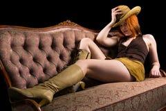 Cowboymeisje op een bus Royalty-vrije Stock Foto