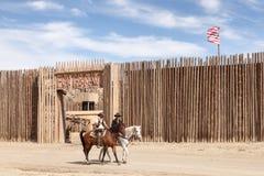 Cowboys aux studios de cinéma de bravo de fort en Espagne images libres de droits