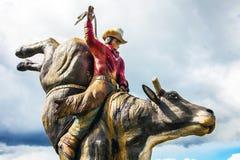 Cowboyskulptur in Williams Lake British Columbia lizenzfreies stockbild