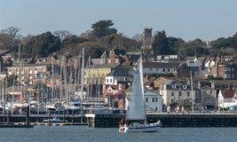 Cowes, wyspa Wight, Anglia, UK Miasteczko przegapia Rzecznego Medina zdjęcie stock