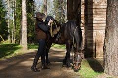 cowgirl σέλες αλόγων καπέλων στοκ εικόνα
