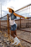 Cowgirl atractivo. Foto de archivo libre de regalías