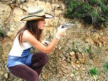 Cowgirl, das Ziel nimmt Stockfoto