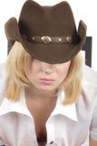 Cowgirl in der braunen Hutnahaufnahme Stockfotografie