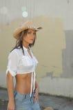 Cowgirl di passeggiata Fotografie Stock