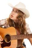 Cowgirl di Sesy in cappello di cowboy con la chitarra acustica Immagine Stock
